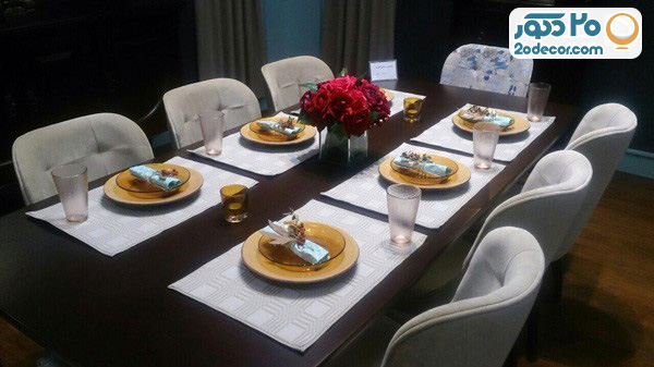 میز ناهار خوری به همراه غذا